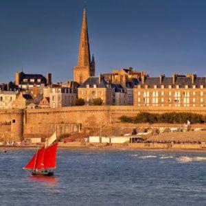 Visitez Saint Malo et la Bretagne en Voiture de transport avec chauffeur